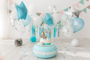 first birthday decorated room with blue cake standing big macaroon